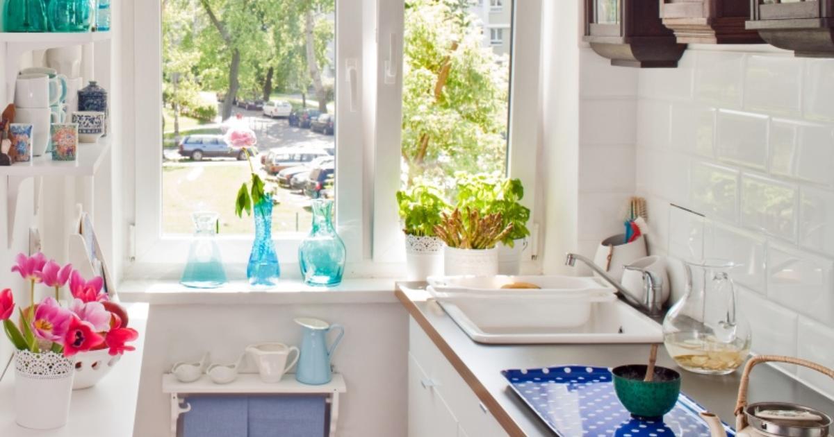 Białe meble kuchenne Mała kuchnia w uniwersalnym stylu -> Kuchnia Meble Biale